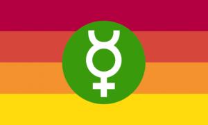 """Retângulo composto por 4 faixas horizontais do mesmo tamanho, nas cores vermelha escura, vermelha alaranjada, laranja e amarela, e também por um círculo verde preenchido em seu centro, o qual contém também um símbolo de Mercúrio branco. O símbolo de Mercúrio é um círculo vazio do qual saem dois """"chifres"""" de sua parte superior e uma cruz de sua parte inferior."""