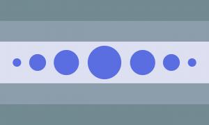 Bandeira composta por 5 faixas horizontais na proporção 1:1:2:1:1. Tais faixas possuem três tons de cinza, sendo que a faixa central é mais clara e as faixas das extremidades são menos claras. A faixa central contém 7 círculos preenchidos em uma linha horizontal de forma simétrica, sendo que os círculos das extremidades são menores e o círculo central é maior. Os círculos são todos na cor azul real.